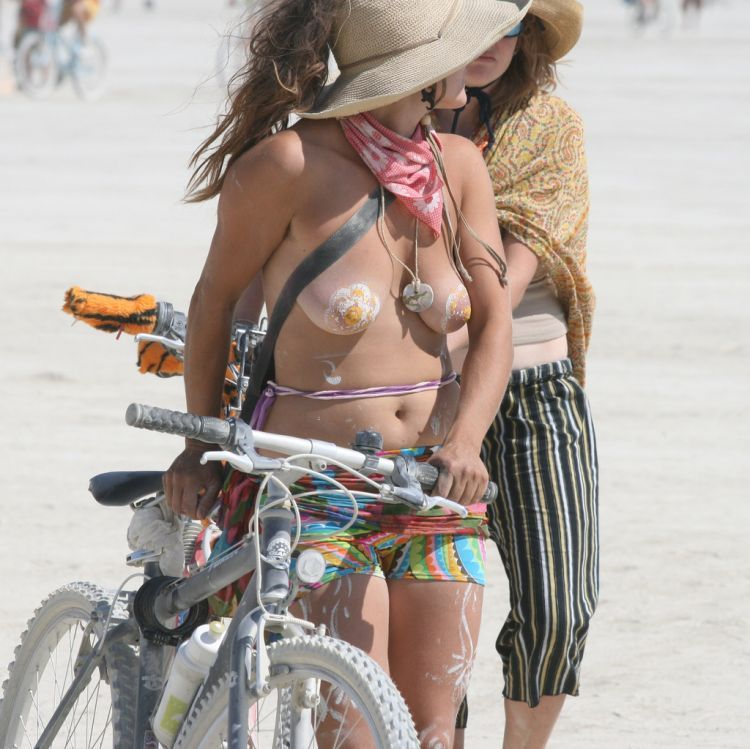 Girls from Burning Man Festival 2009 - 15