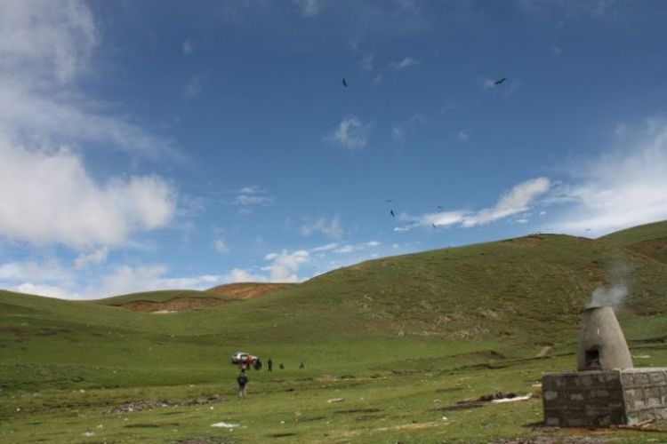 Burials in Tibet. NOT FOR SENSITIVE SOULS! - 02