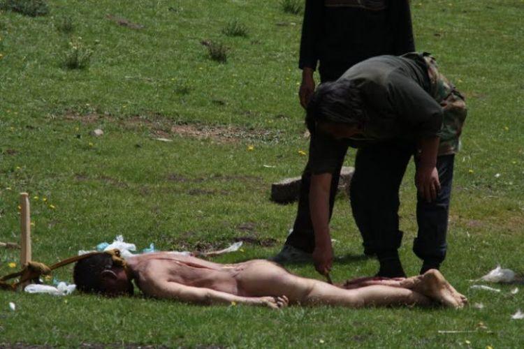 Burials in Tibet. NOT FOR SENSITIVE SOULS! - 10