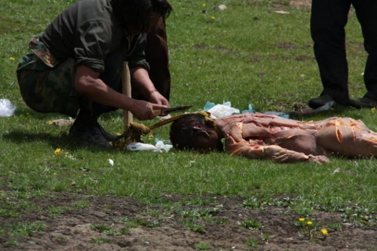 Burials in Tibet. NOT FOR SENSITIVE SOULS! - 15