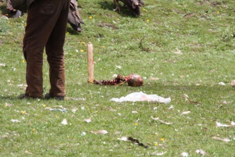 Burials in Tibet. NOT FOR SENSITIVE SOULS! - 39