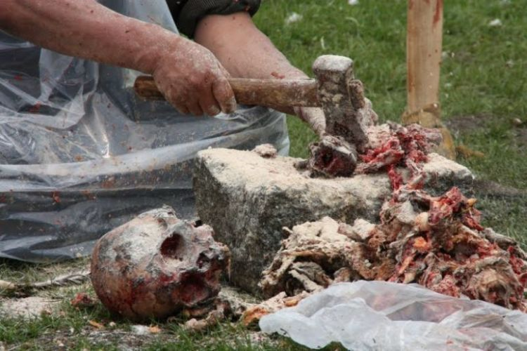 Burials in Tibet. NOT FOR SENSITIVE SOULS! (61 photos)