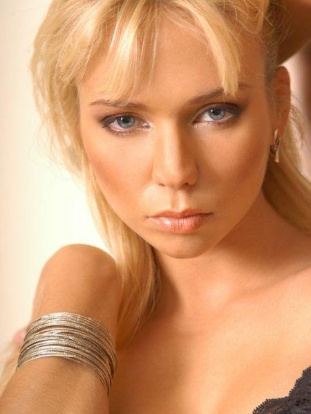 Cute blonde - 00