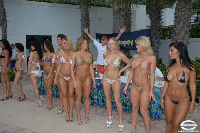 Beauty contest in Las Vegas. You will not believe, but all the contestants are 50 years old! - 00