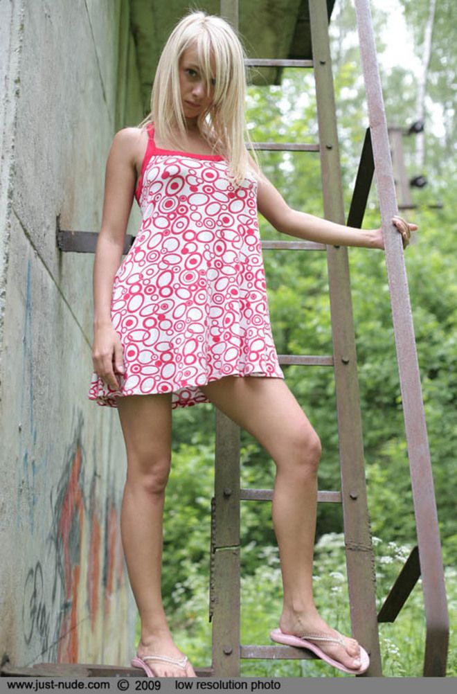 Kick-ass young blonde. Definitely a girl of the day - 01