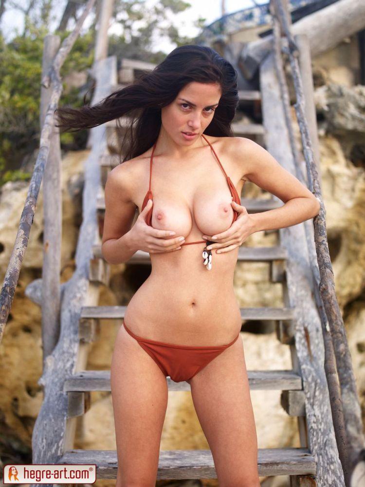 Muriel takes off her bikini. Too hot! - 01