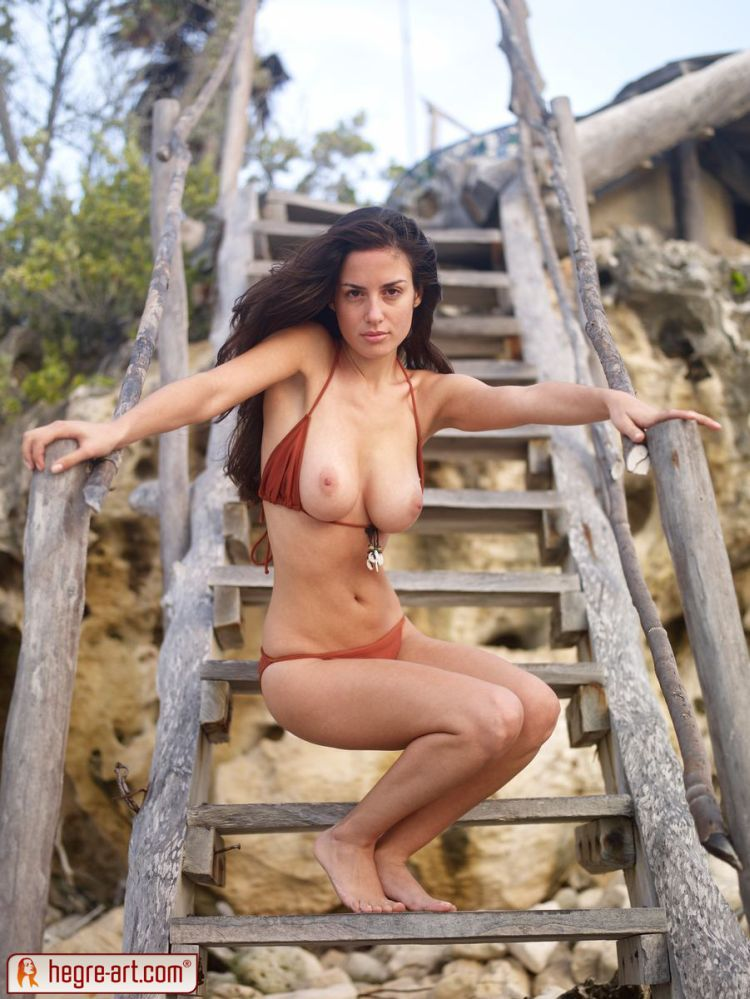 Muriel takes off her bikini. Too hot! - 06