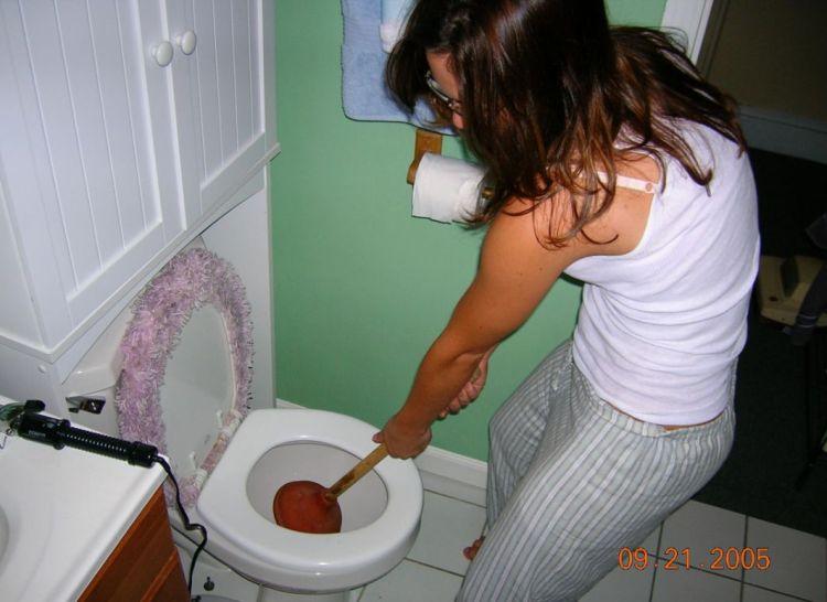 женщины в туалете фото