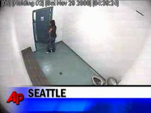 Police lawlessness in the women's restroom - 20091002