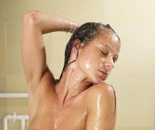 Hot babe Melissa taking shower