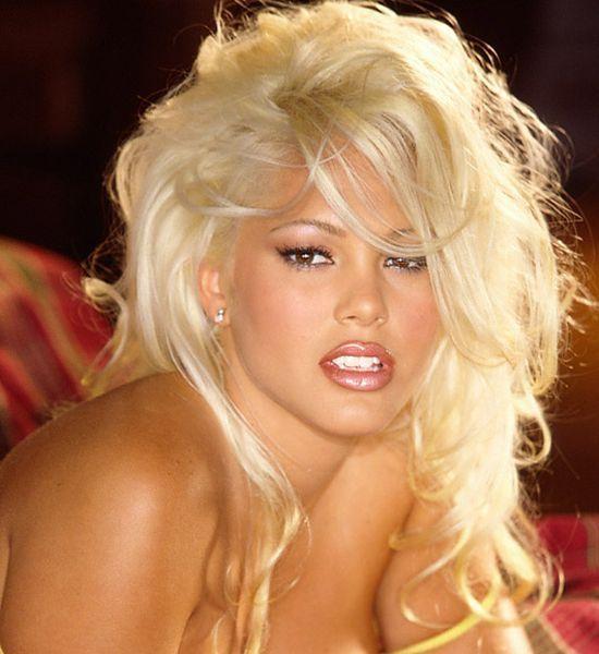 Hot babe Stephanie Heinrich - 00