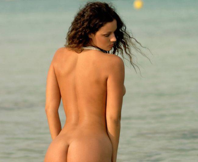 Beautiful Vivian poses on the beach - 00