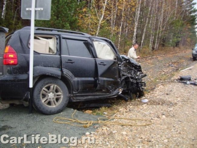 Collision of two Lexus in Russia - 00