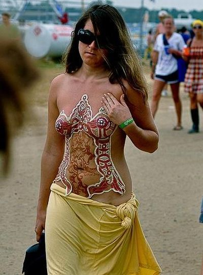 The coolest Halloween costumes. Body art rules! - 16