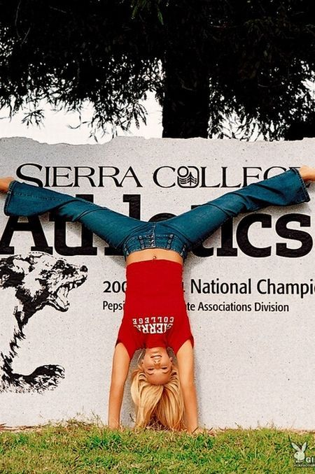 Heather Rene Smith, she's not only a beauty, but she's also an acrobat - 02
