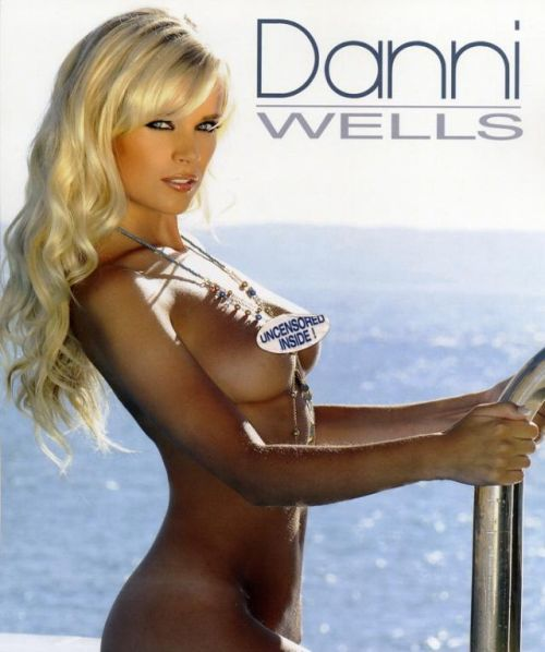 Danni Wells. Official Calendar 2010 - 00