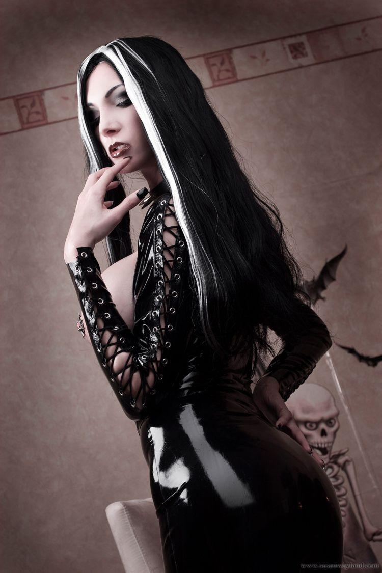 Vampire girl nude art