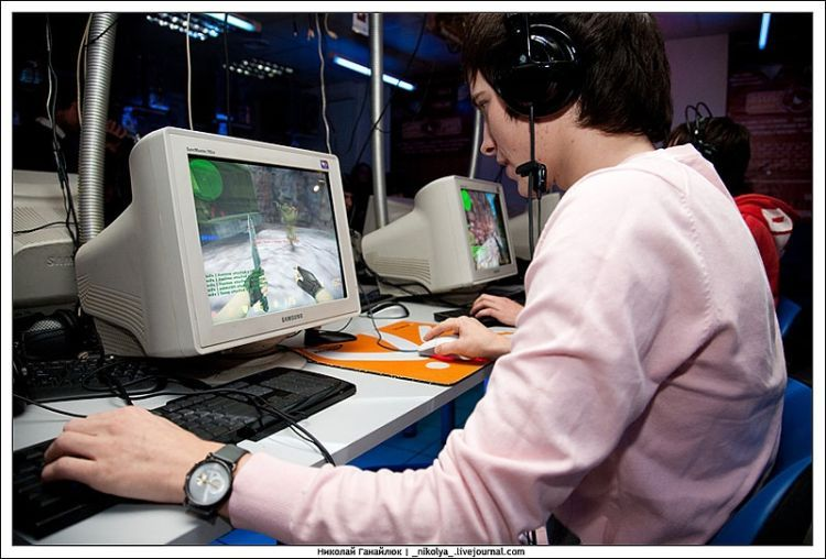 An incredible Counter Strike tournament. It was clearly hard to concentrate on the game )) - 03
