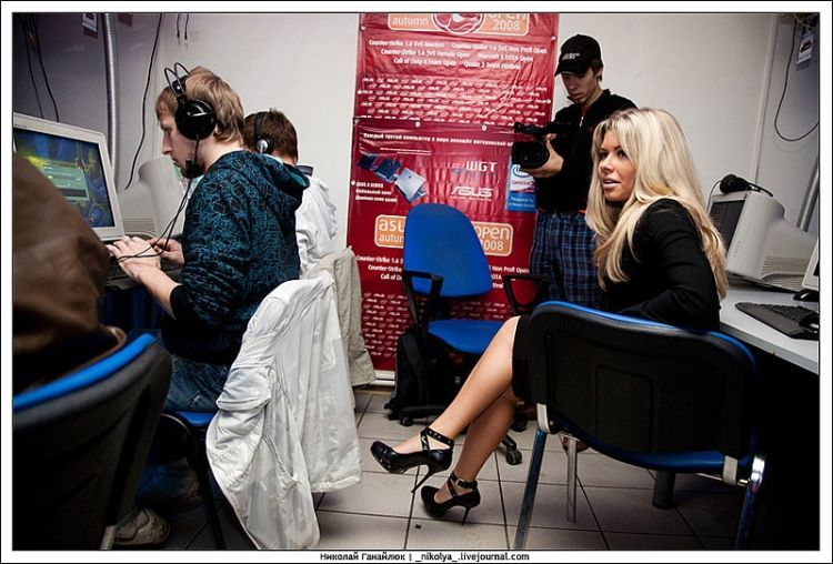 An incredible Counter Strike tournament. It was clearly hard to concentrate on the game )) - 04