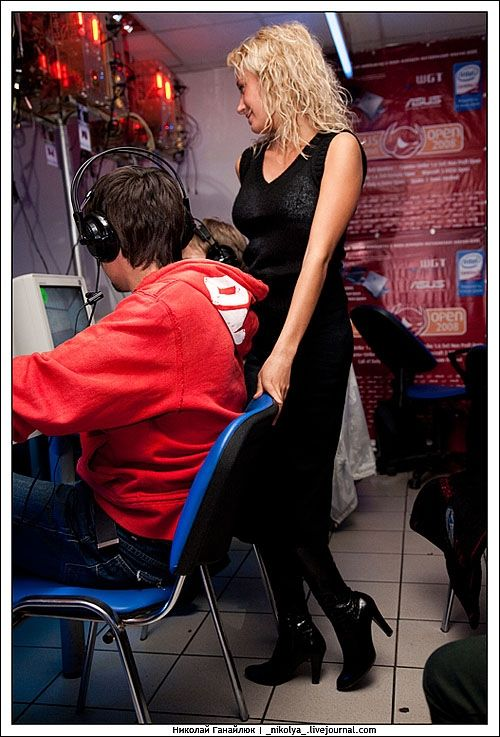 An incredible Counter Strike tournament. It was clearly hard to concentrate on the game )) - 07