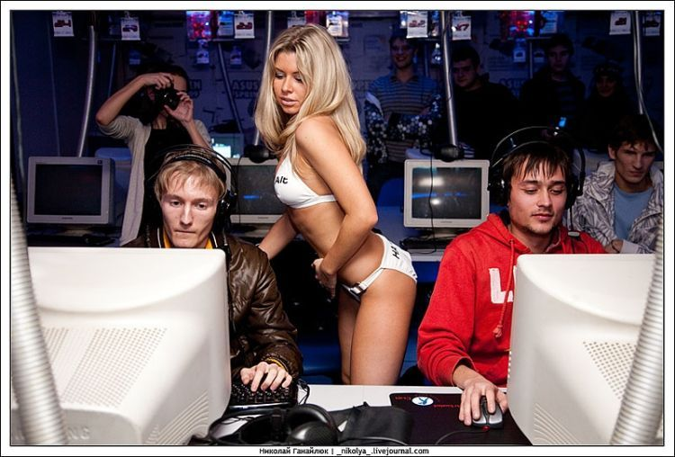 An incredible Counter Strike tournament. It was clearly hard to concentrate on the game )) - 17