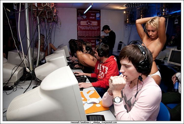 An incredible Counter Strike tournament. It was clearly hard to concentrate on the game )) - 38