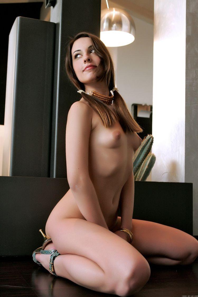 Hot muchacha - 25