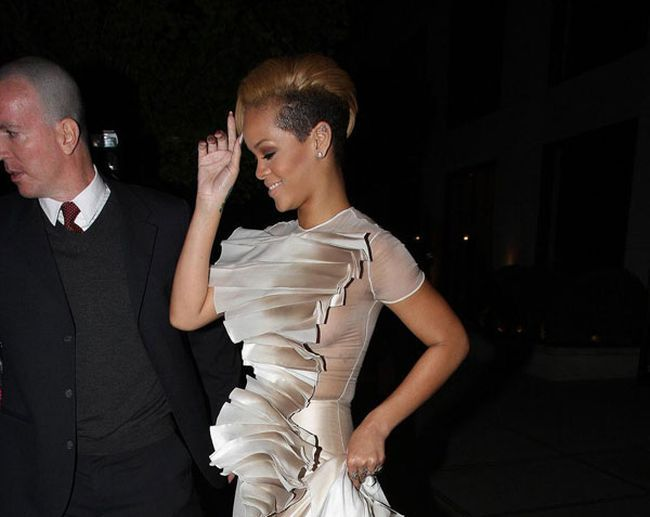 And Rihanna dresses become more and more revealing every day... - 00