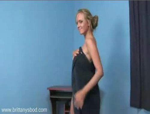 Cool dance of a busty babe - 20091120