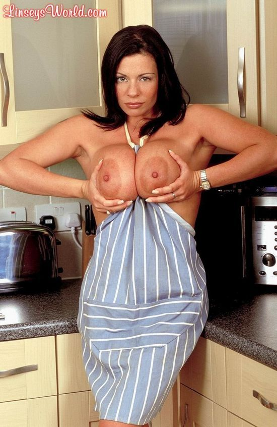 Linsey Dawn McKenzie, a chef with huge tits - 06