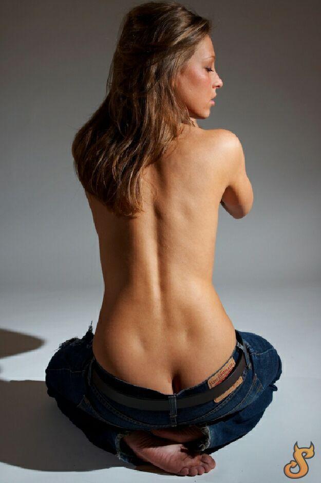 Girls and their butt cracks - 38