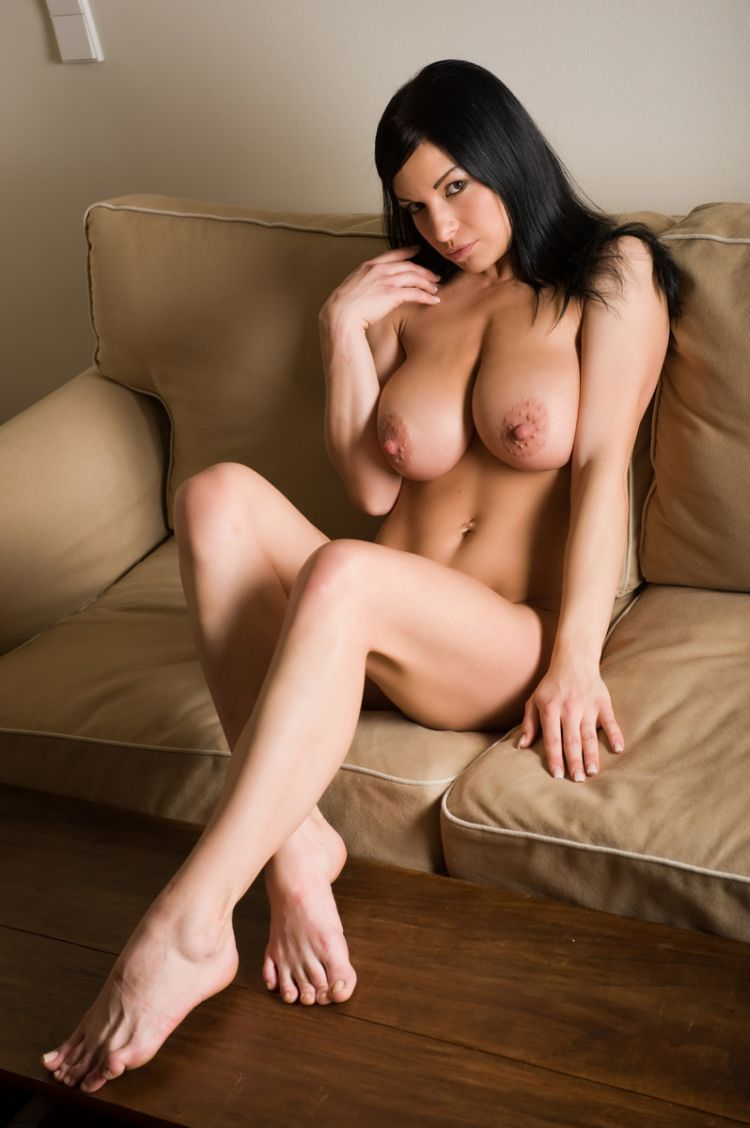 Huge Nipples Complete daria shows her big natural breasts with huge nipples (13 pics