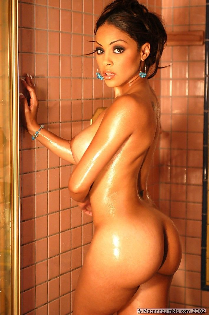 Hot babe Mischa posing in the shower - 15