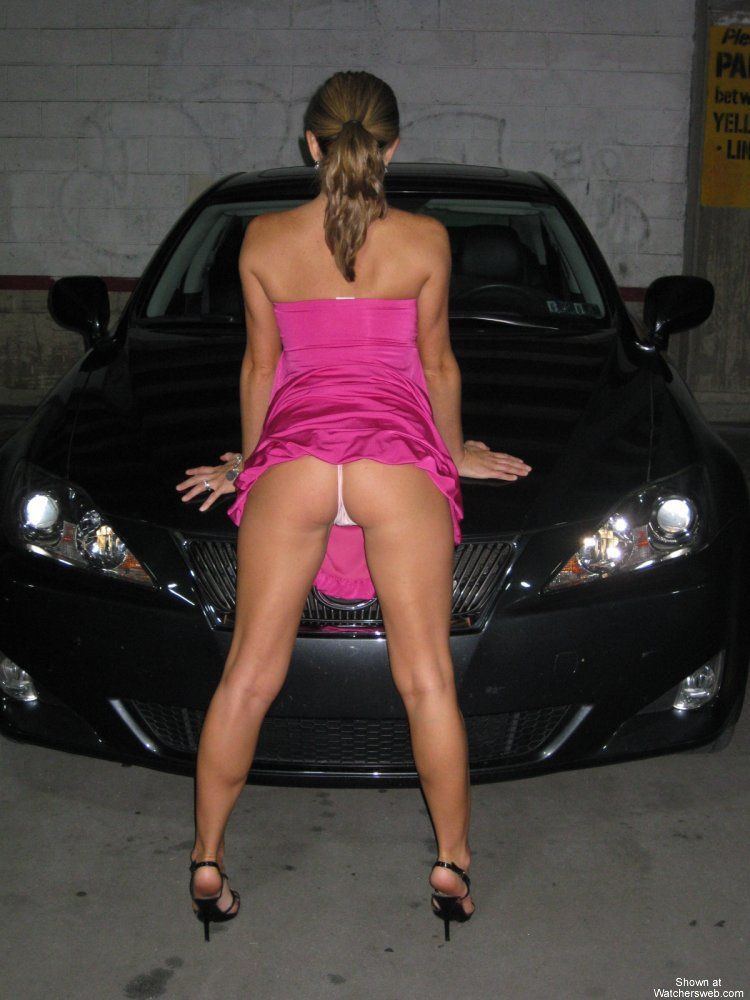 Amateur pictures of hot babes at a car - 02