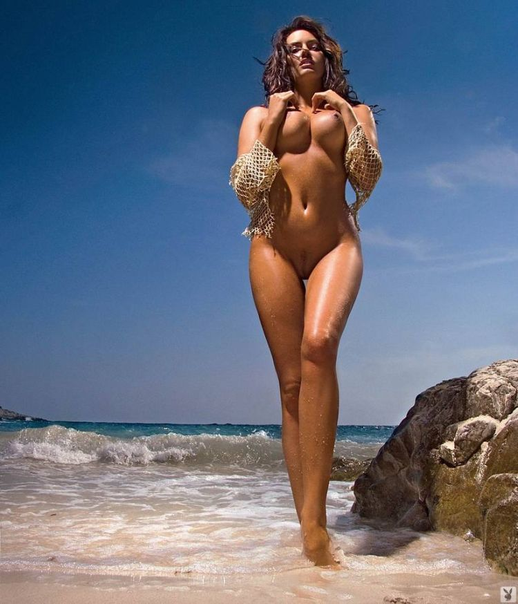 Magnificent Sylwia Romaniuk posing on the beach - 07