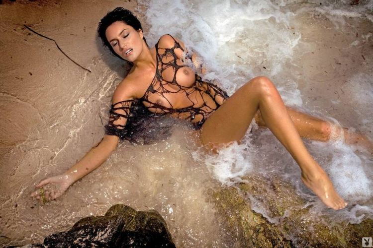 Magnificent Sylwia Romaniuk posing on the beach - 09
