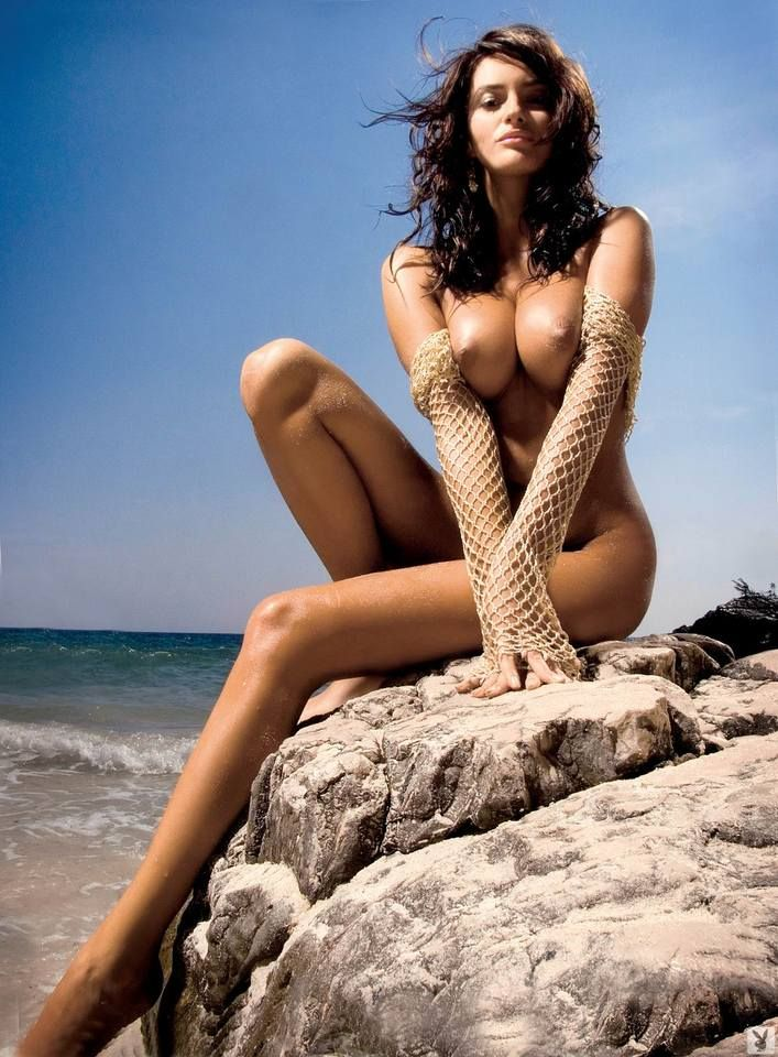 Magnificent Sylwia Romaniuk posing on the beach - 11
