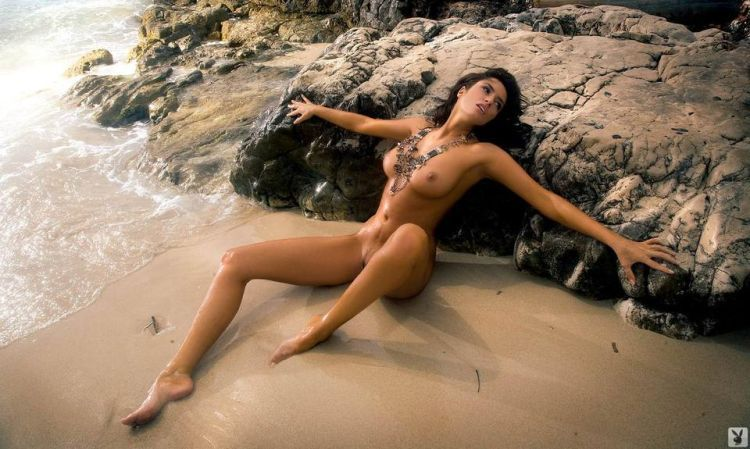 Magnificent Sylwia Romaniuk posing on the beach - 12