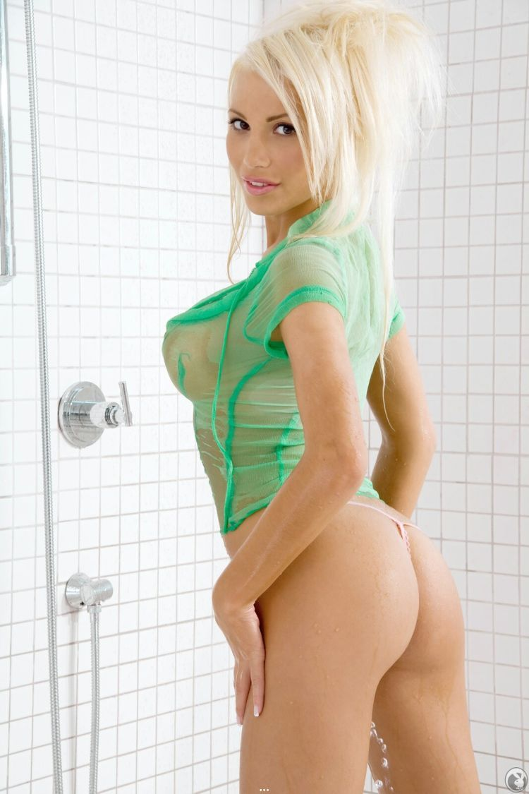 Gorgeous blonde Maria Malkanova in the shower - 10