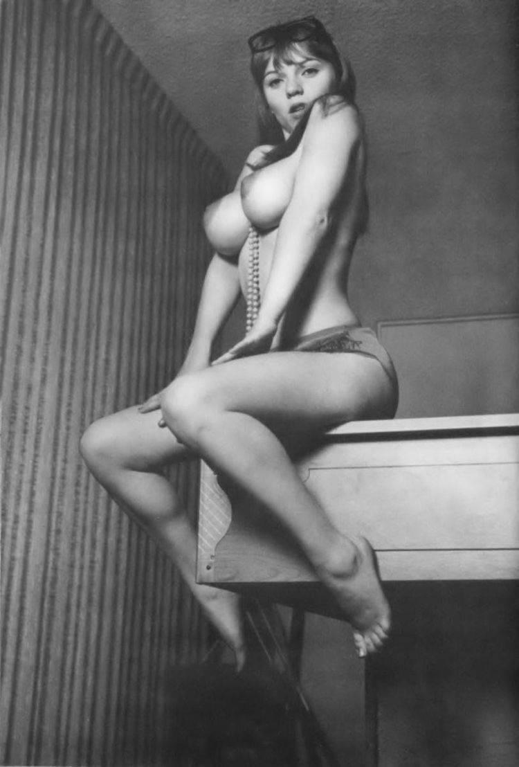 Large collection of erotic photos from the past - 10