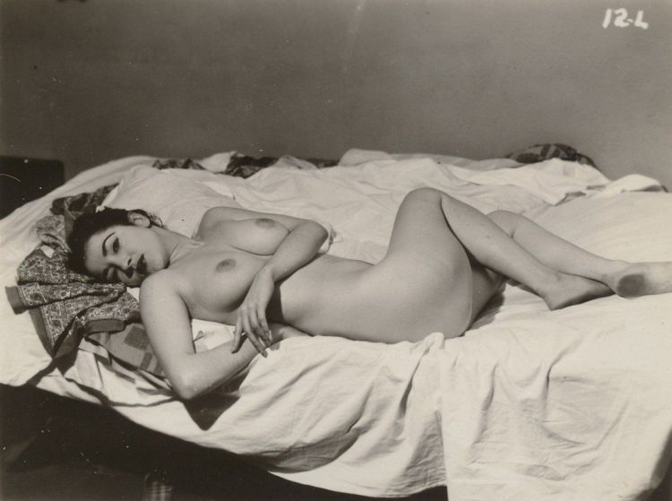 Large collection of erotic photos from the past - 69