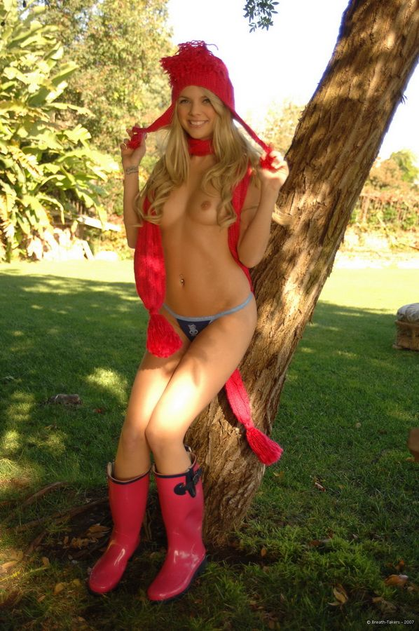 Cutie in rubber boots - 05