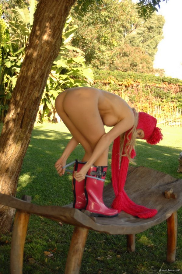 Cutie in rubber boots - 07