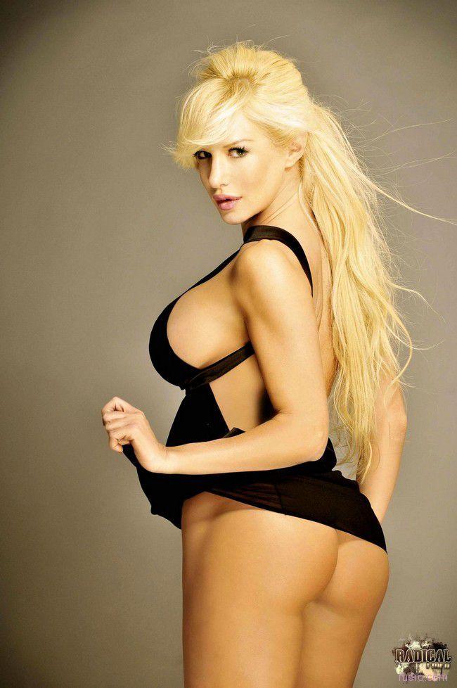 Stunning Blonde Luciana Salazar - 01