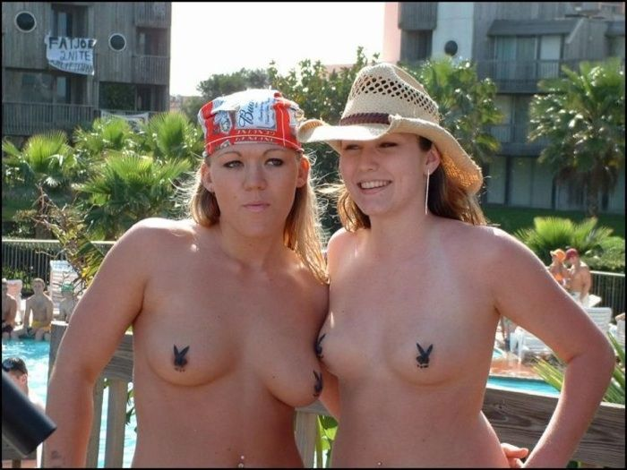 Excellent selection of nipslips and pussyslips in public - 12