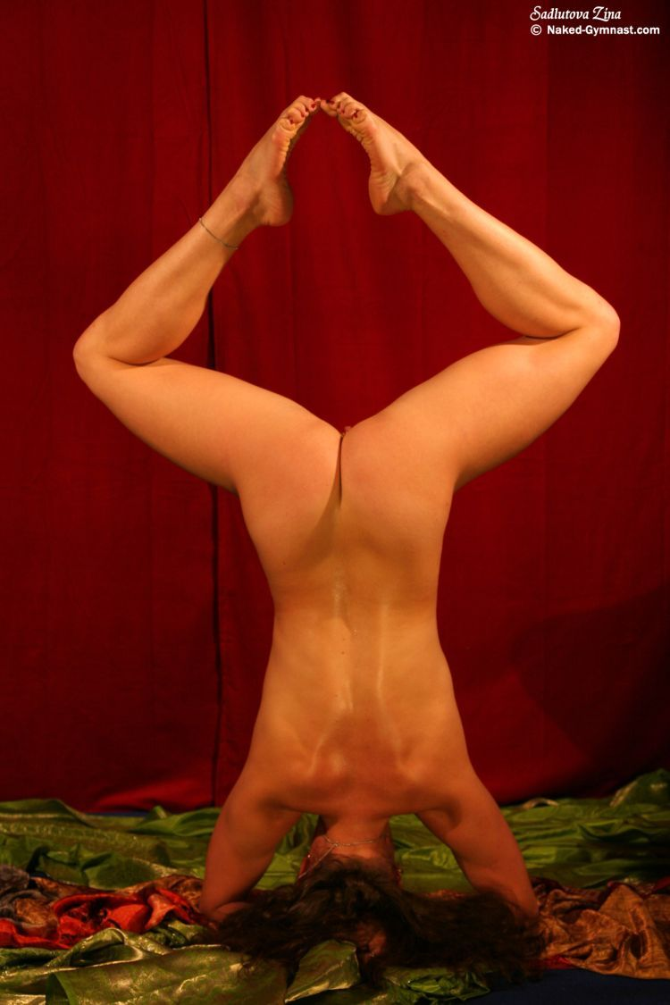 Movements of a naked gymnast - 16