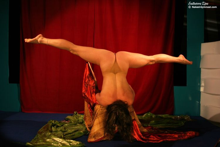 Movements of a naked gymnast - 21