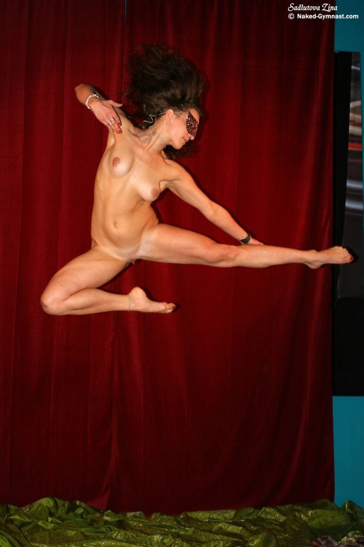 Movements of a naked gymnast - 27
