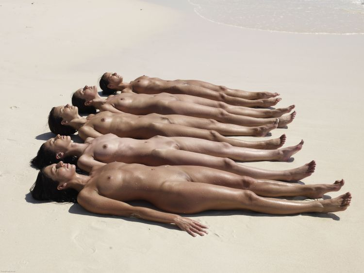 Five muchachas sunbathing at a beautiful beach - 01