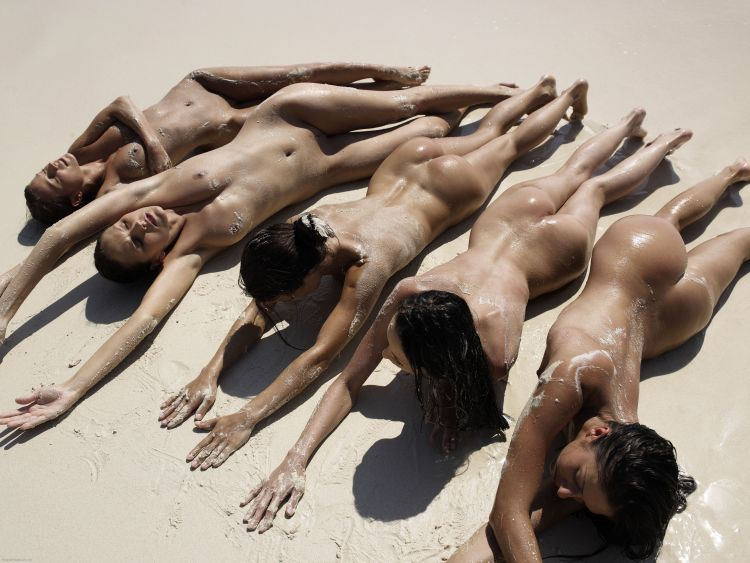 Five muchachas sunbathing at a beautiful beach - 10